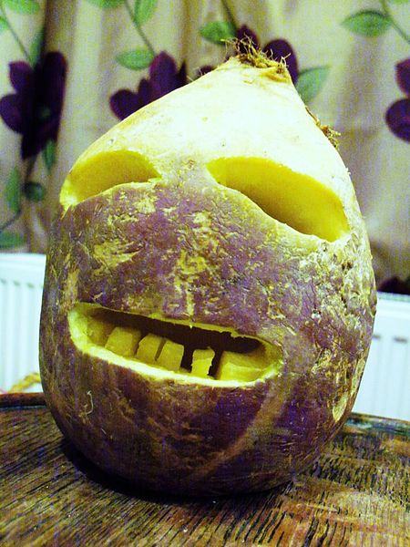 Traditional_Cornish_Jack-o'-Lantern_made_from_a_turnip